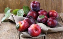 Os 10 Benefícios da Vitamina de Ameixa Para Saúde